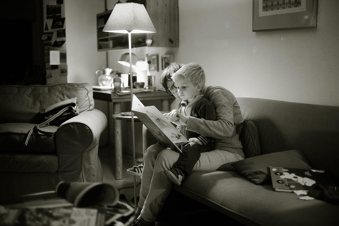 enfant lecture soir