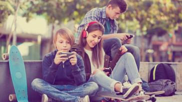 adolescents portable numérique