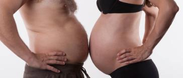 enceinte grossesse père couvade gros ventre