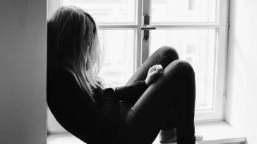 adolescente triste suicide dépression infantile
