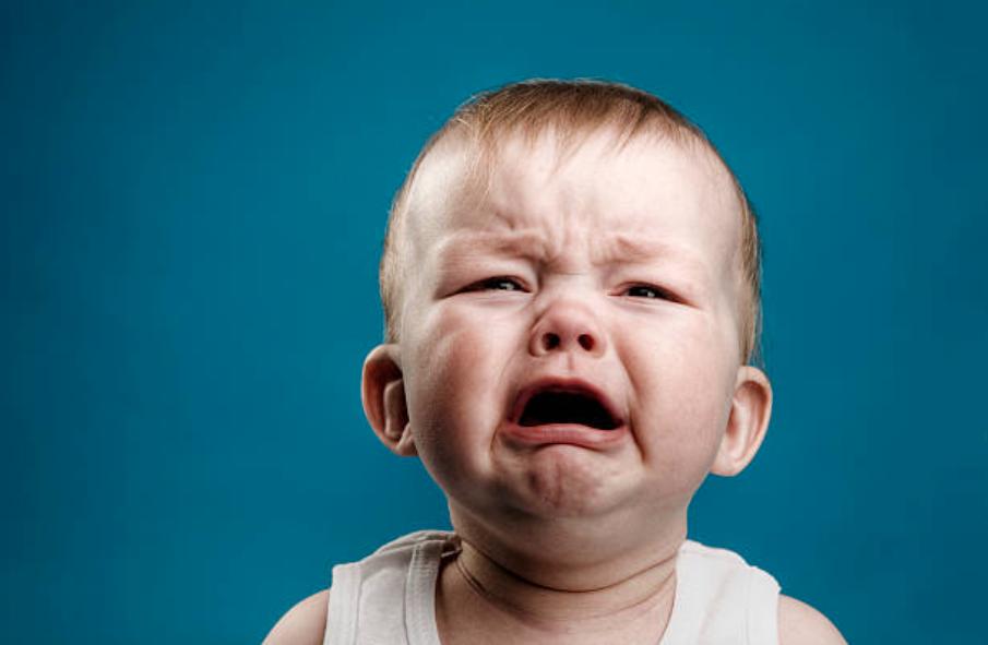 bébé pleurs caprice larmes