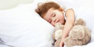 enfant dormir lit nuit doudou