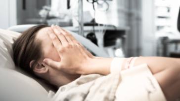 femme hôpital accouchement malade souffrance peur douleur phase de désespérance rétention placentaire point du mari