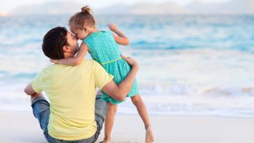 papa fille enfant parent tendresse plage amour préférence complexe d'Œdipe