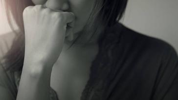 femme triste stressée grossesse nerveuse