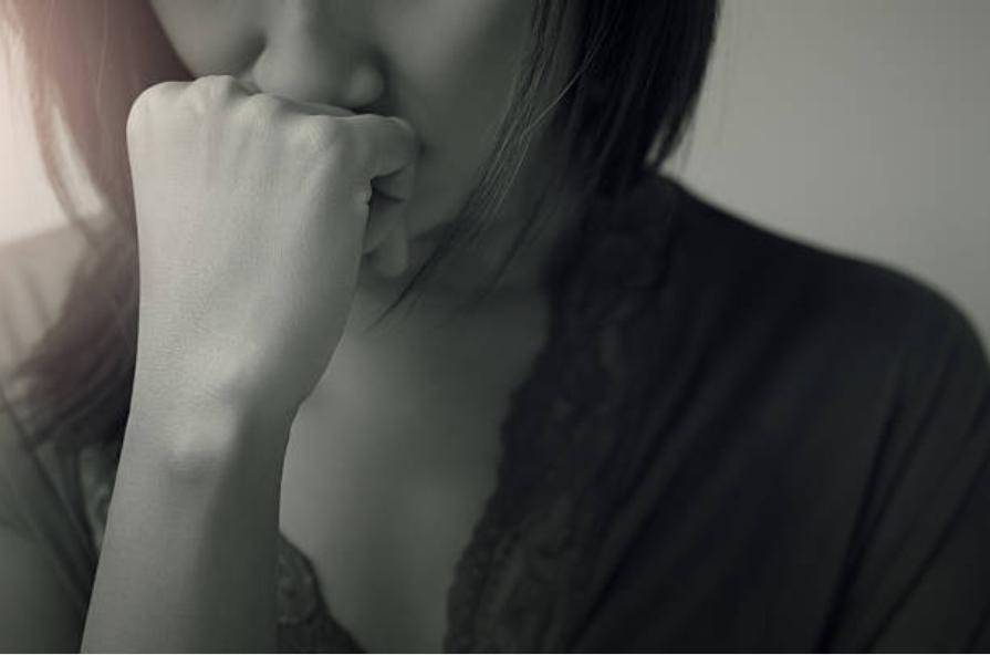 femme triste stressée