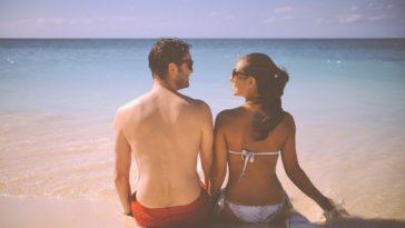 vacances en couple plage été soleil