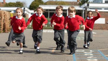 écolier uniforme école enfant récréation