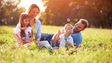 famille enfants jeux bulle