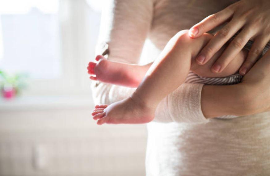 bébé porter enfant parent mère maman