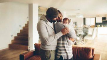 nouveau né bébé maison retour parents papa maman famille aide