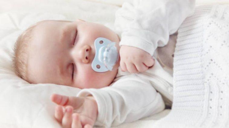bébé tétine dormir sommeil lit bruits blancs