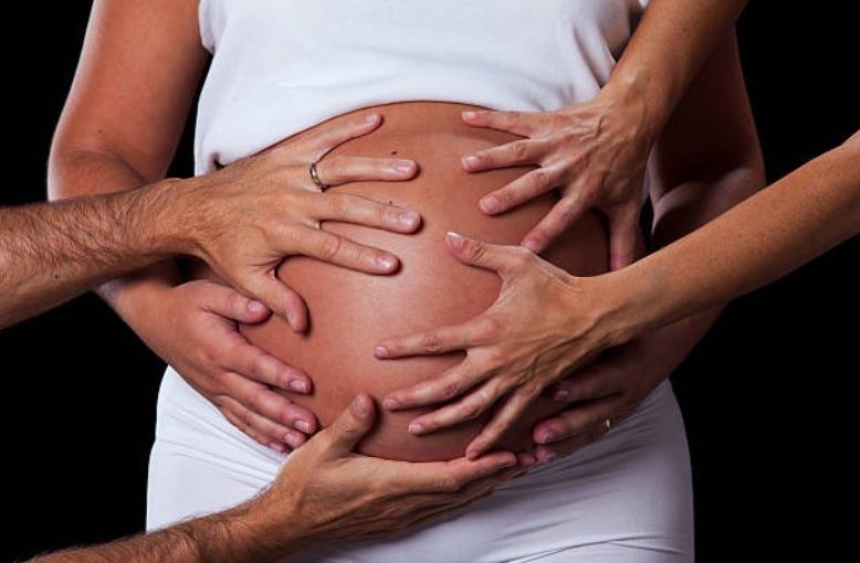 enceinte grossesse ventre toucher