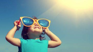 enfant lumière soleil lunettes de soleil