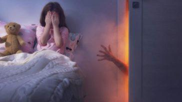 enfant peurs noir dormir lit monstre chambre