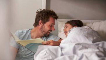 histoire lecture papa père parent enfant fille lit dormir chambre