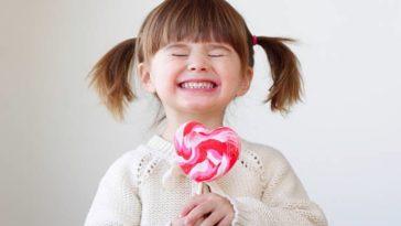 enfant fille bonbon sucreries sucette