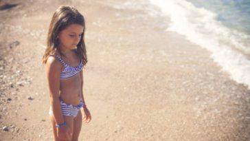 enfant fille fillette peur eau mer vacances