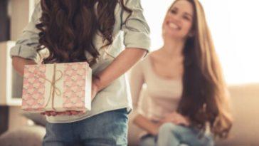 enfant parent cadeaux surprise anniversaire fête des mères maman fille