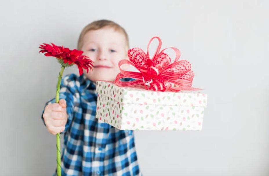 enfant cadeau offrir fête mères pères