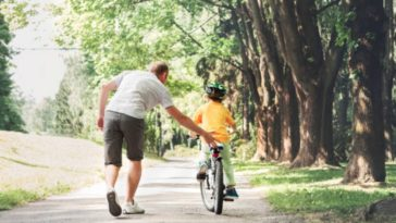 vélo enfant apprentissage parent
