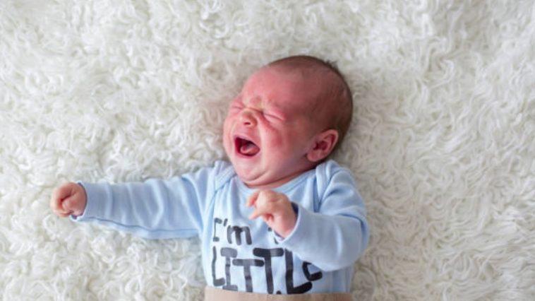 bébé nourrisson pleurs mal maux douloureux troubles digestifs bronchiolite