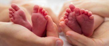 bébé nourrisson pieds régime jumeaux