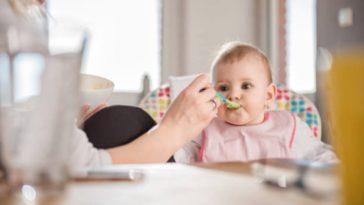bébé manger petit pot diversification