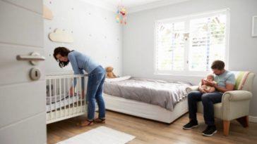 chambre bébé parents enfant papa maman lit