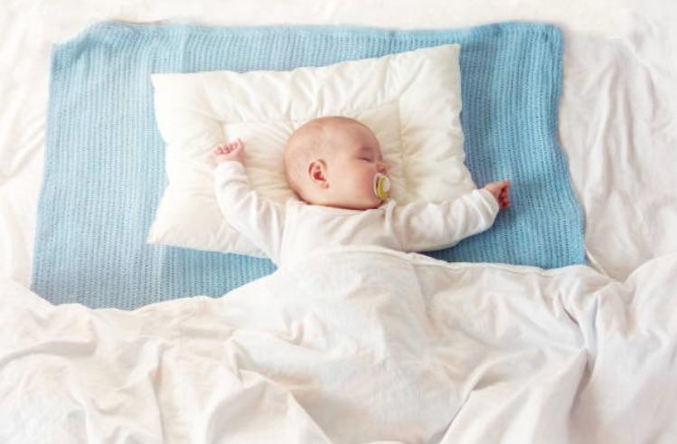 bébé oreiller dormir sommeil