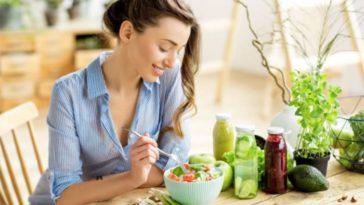 femme manger nourriture aliment salade sain équilibré