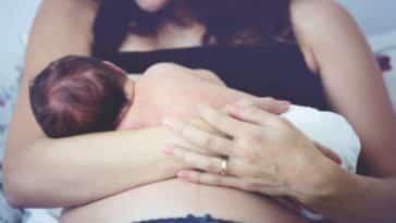 bébé allaitement maman nourrisson sein hyperlactation frein de langue contraception