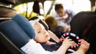 bébé siège auto voiture route