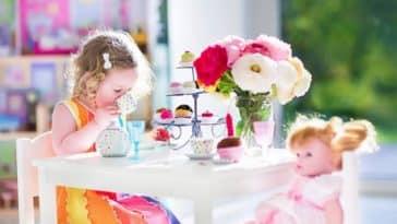 fille enfant jouets poupées dinette jouer