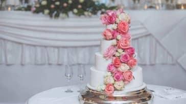 gâteau de mariage pière montée mariés