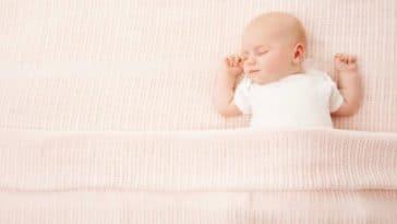 bébé dormir sommeil lit couverture mort subite du nourrisson enfant