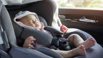 bébé siège auto dormir voiture trajet nourrisson