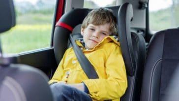 enfant voiture ceinture garçon
