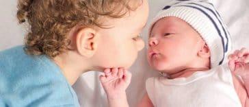 aîné bébé frère soeur fratrie complicité nourrisson enfant
