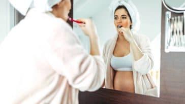enceinte grossesse femme dents brosser dents dent hygiène bucco-dentaire