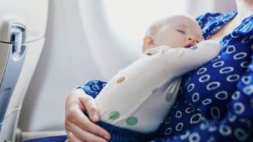 enfant bébé avion voyage décalage horaire dormir voyager