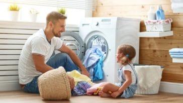 lessive maison machine à laver père papa fille ménage tâches ménagères