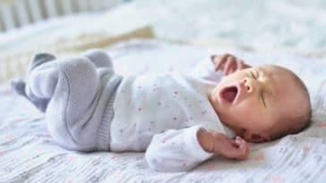 bebe dormir fatigue nourrisson bailler endormir endormissement nouveau ne