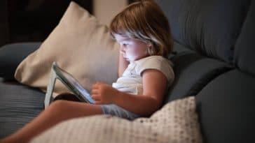 ecran enfant tablette fillette écrans