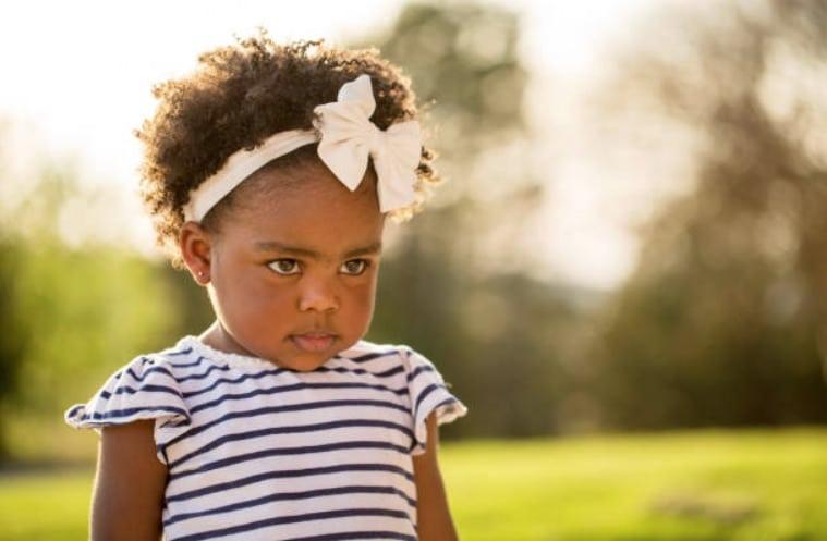enfant fille fillette soleil jeux exterieur