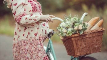 femme enceinte grossesse ete desagrements velo balade promenade sport vacances