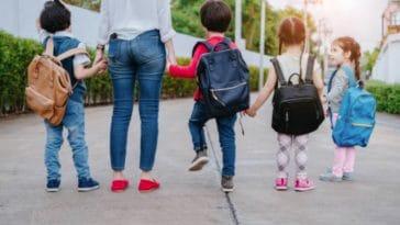 enfants rentrée scolaire parent école cartable