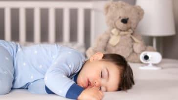 enfant bébé dormir sommeil babyphone caméra lit fatigue sieste