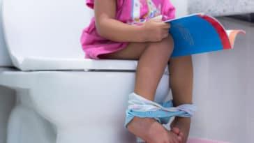 enfant toilettes wc propreté lire apprentissage s'essuyer