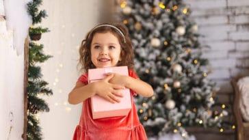 fille cadeaux Noël enfant présents fêtes